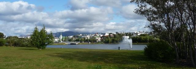 Blick über den Stadtteich von Reykjavík © Wolfgang Schiffer